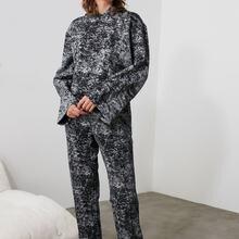 Trendyol Batik Hooded Pajamas set THMAW21PT0460