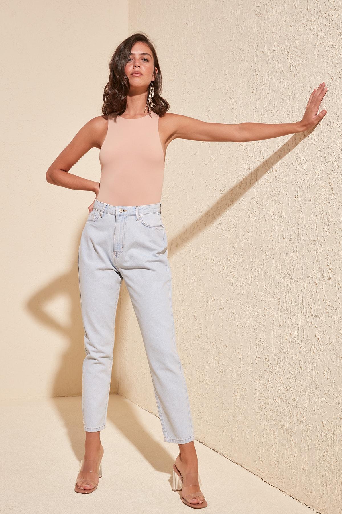 Trendyol Ice Blue-Flushing High Bel Mom Jeans TWOSS20JE0367
