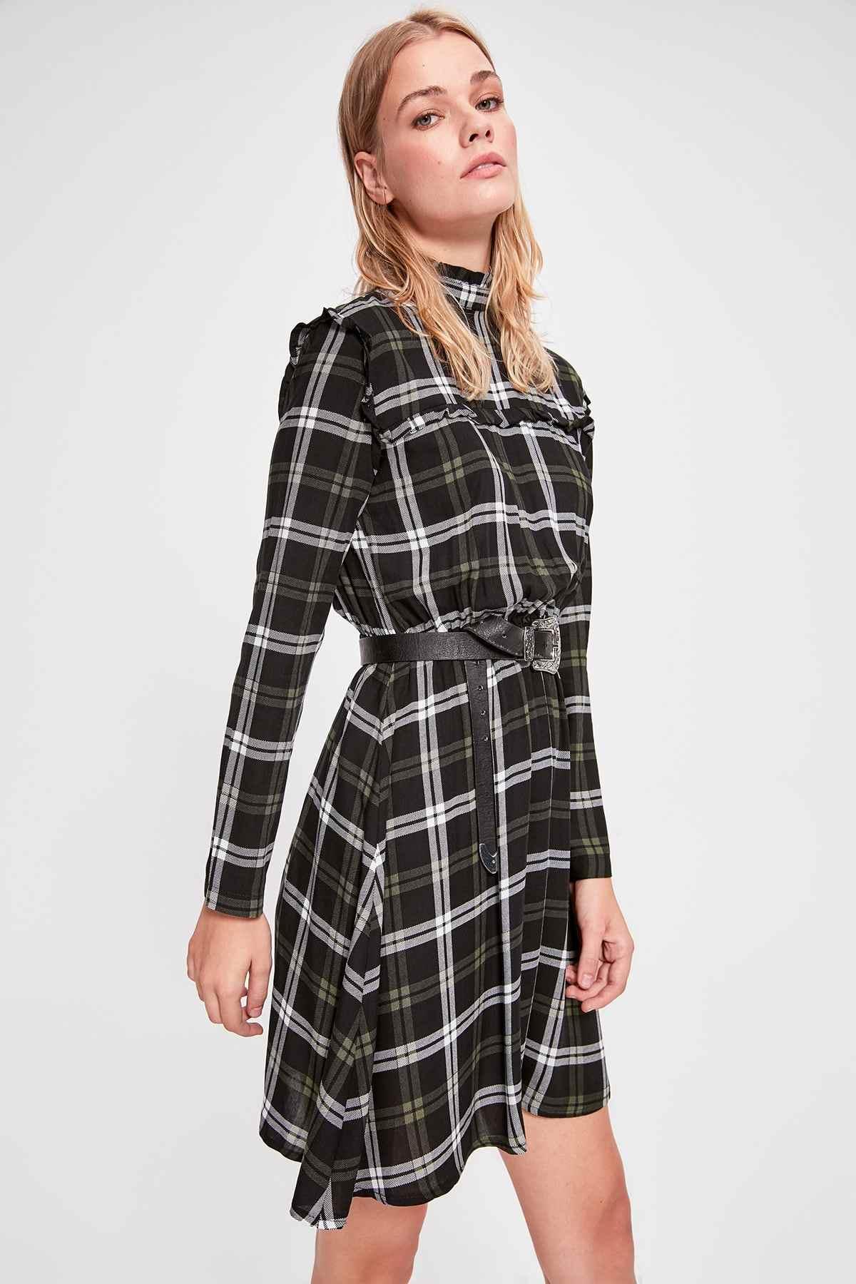 Черное клетчатое платье без бретелек Trendyol TWOAW20EL1162
