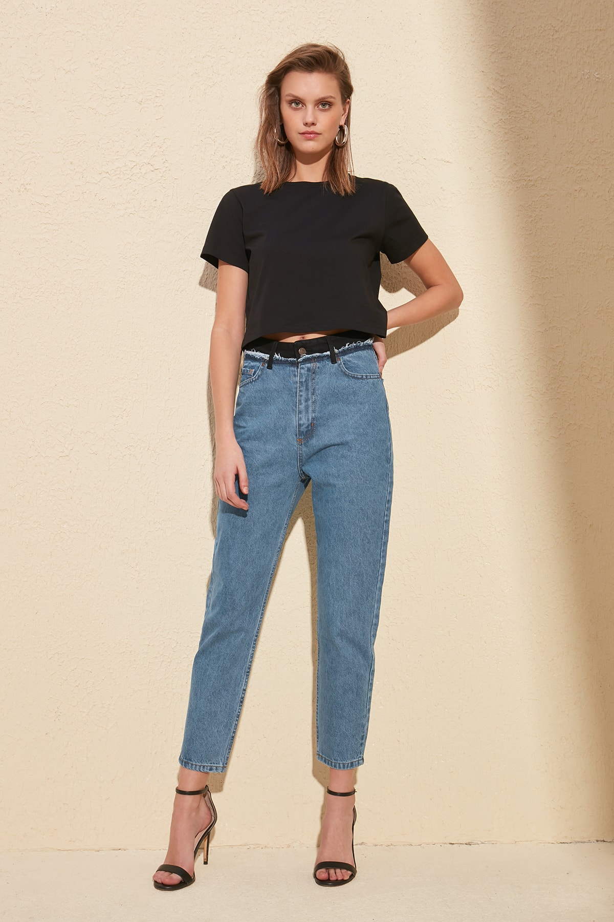 Trendyol Waist Detail High Bel Mom Jeans TWOSS20JE0082