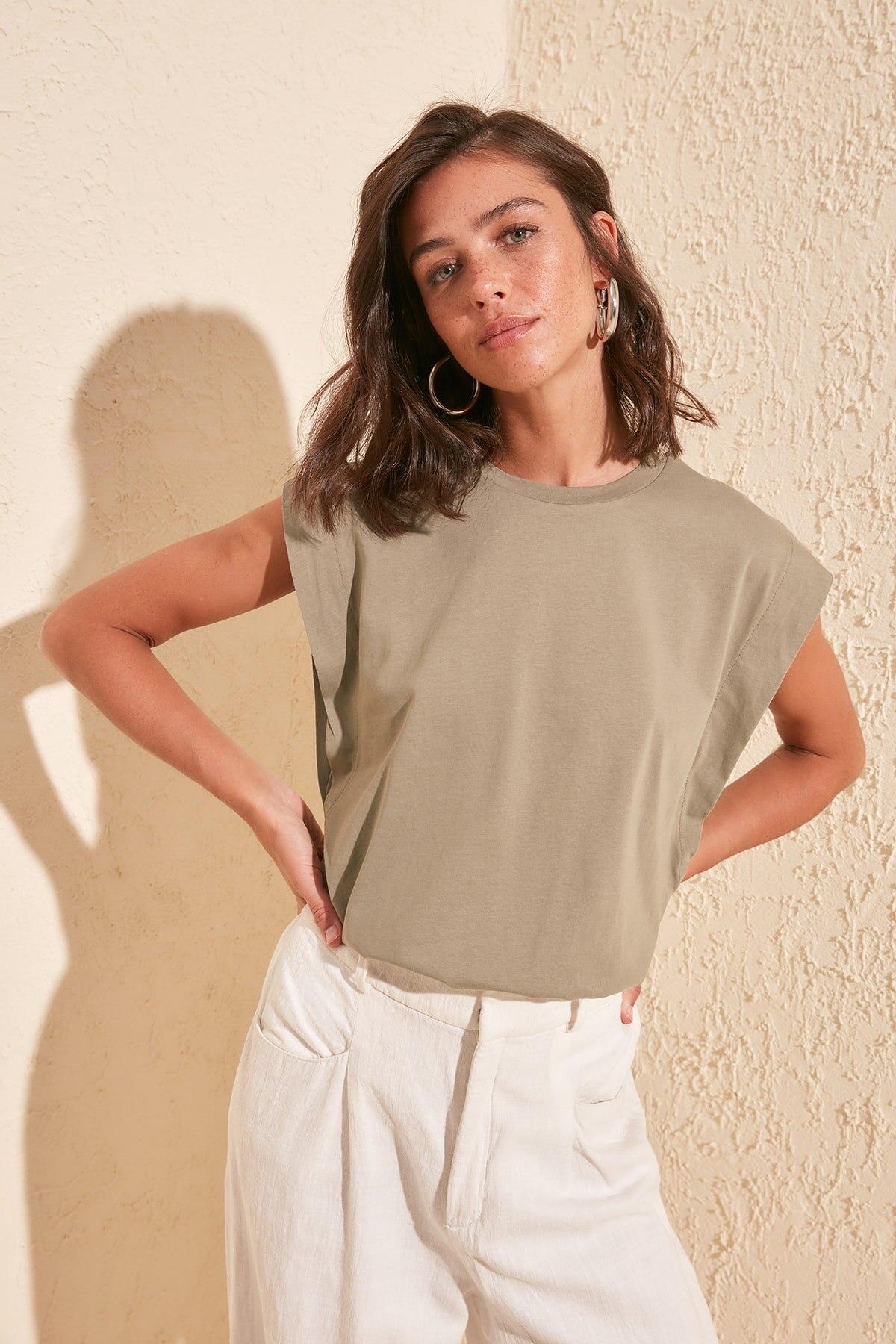 Trendyol Sleeveless Basic Knitted T-Shirt TWOSS20TS0021