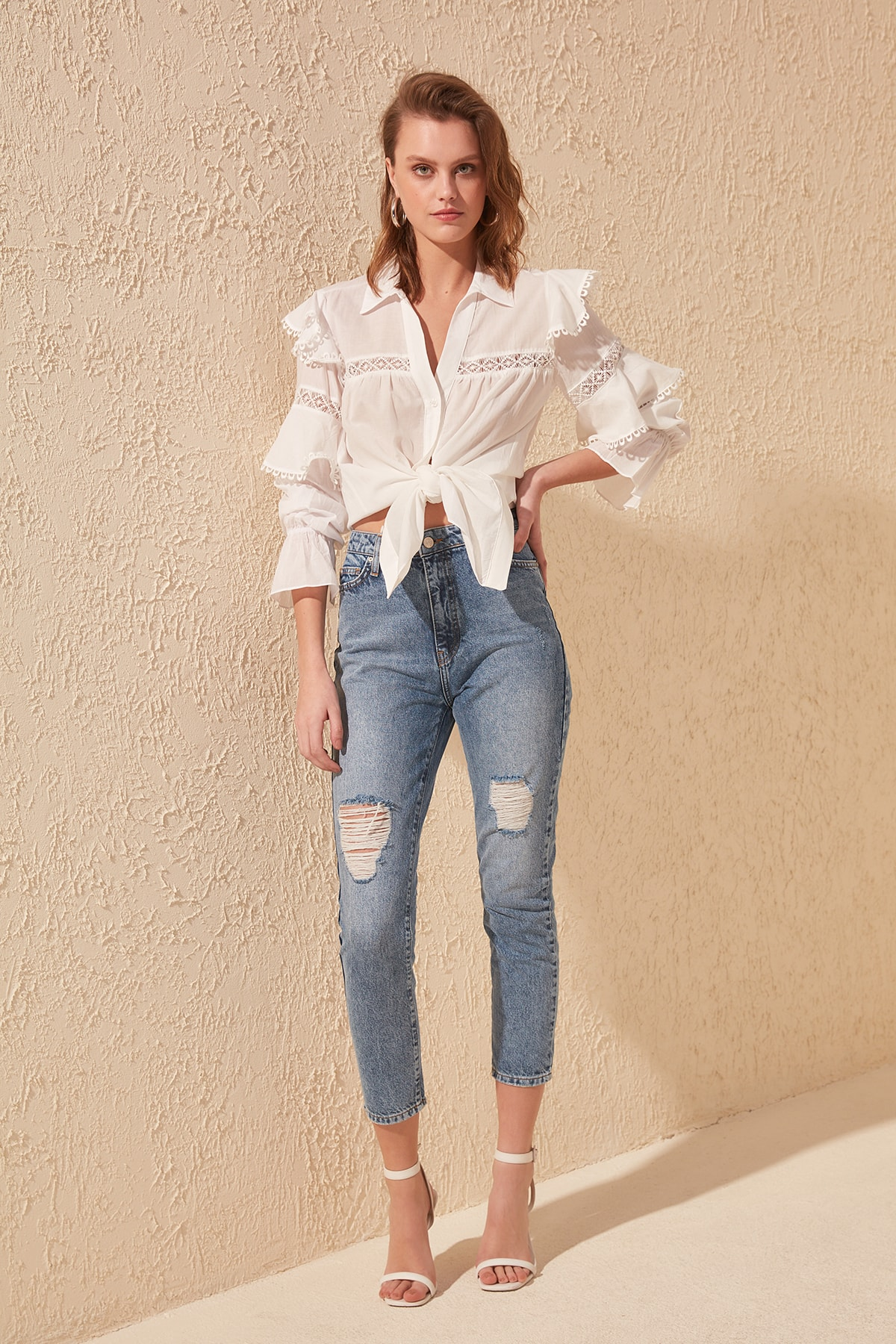 Trendyol Ripped Detailed High Bel Mom Jeans TWOSS20JE0180