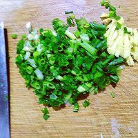 #百变鲜锋料理#吮指美食,爆炒蒜香龙虾尾的做法图解1