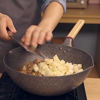 饿了吗?要不要来一份怎么做都好吃的鸡块土豆焖面的做法图解8