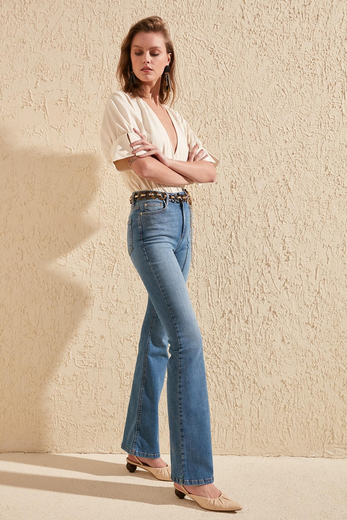 Trendyol High Waist Flare Jeans TWOSS20JE0149