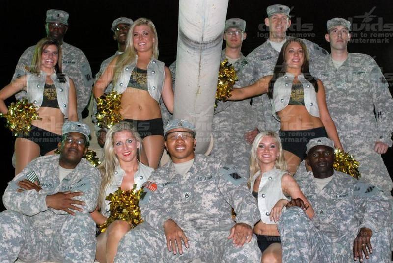 性感美女进军营:美国大兵最开心的时刻(组图)