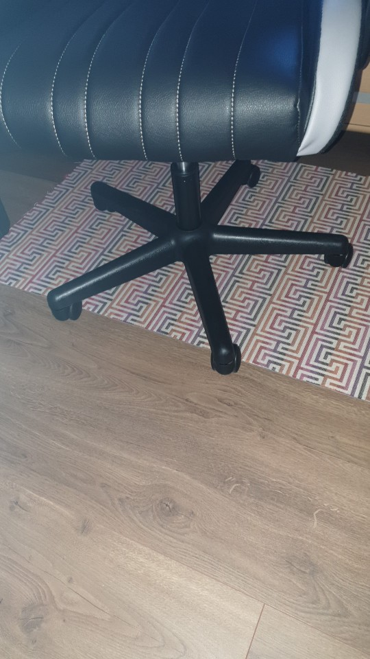 Silla gaming con reposacabezas ajustable y cojín lumbar