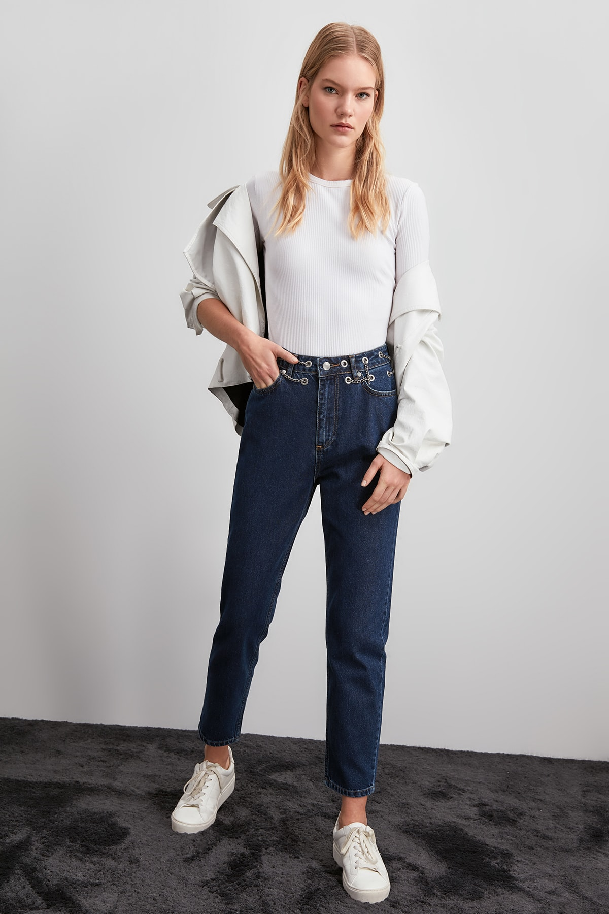 Trendyol Chain High Bel Mom Jeans TWOAW20JE0289