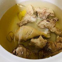 营养美味の排骨鸡腿虫草花汤的做法图解2