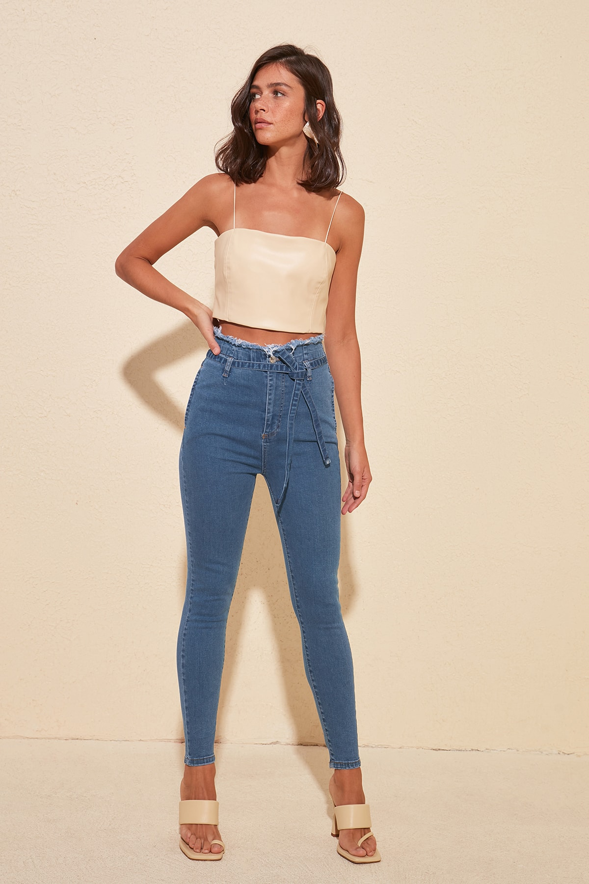 Trendyol Lacing Detailed High Waist Skinny Jeans TWOSS20JE0271