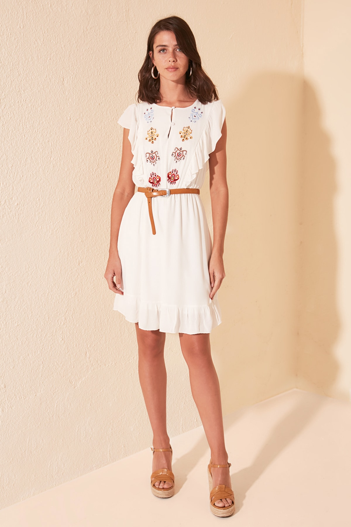 Trendyol Embroidered Dress TWOSS20EL1663
