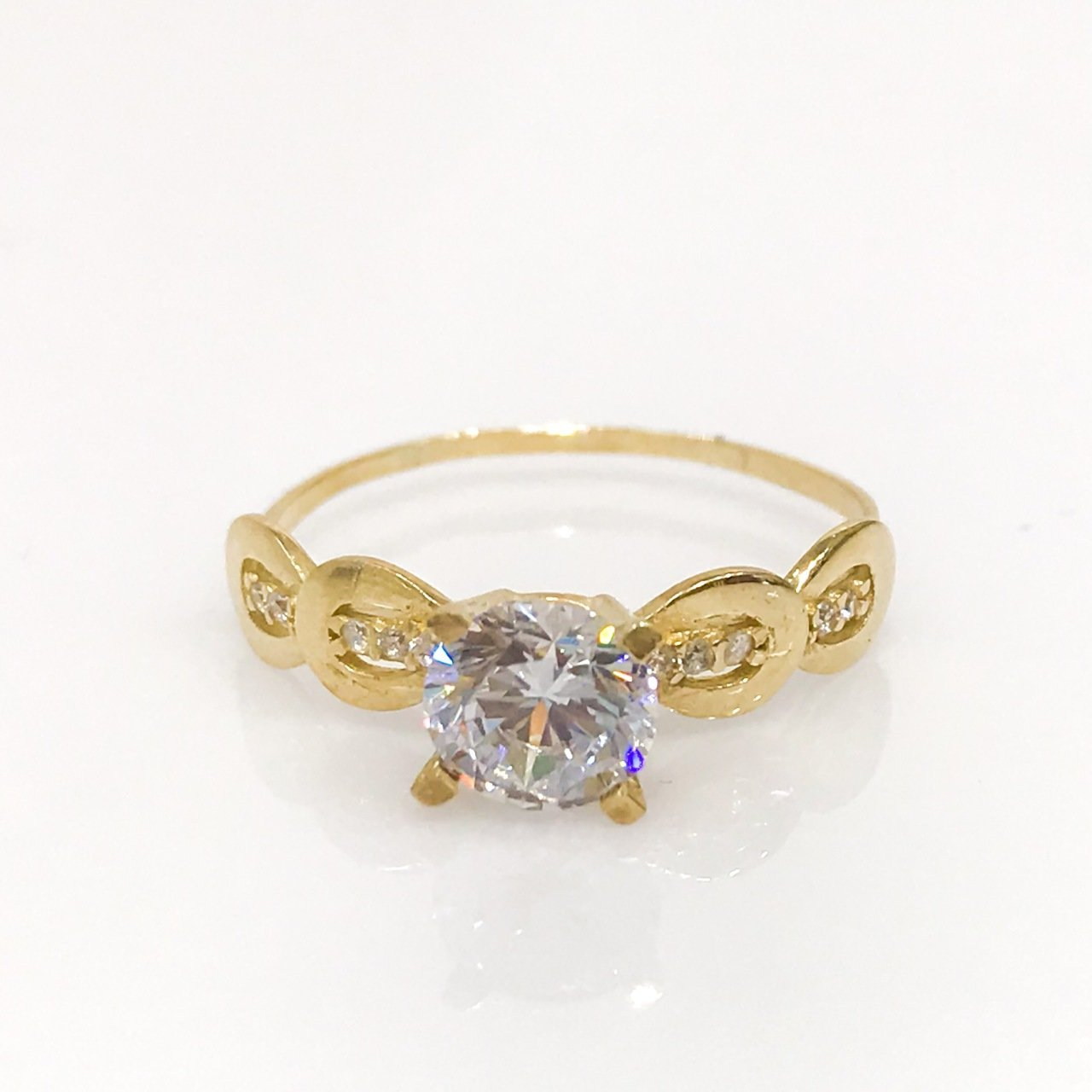 New Stylish 4 Nail Single Stone Gold Engagement Ring