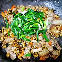 腊八豆炒肉的做法图解9