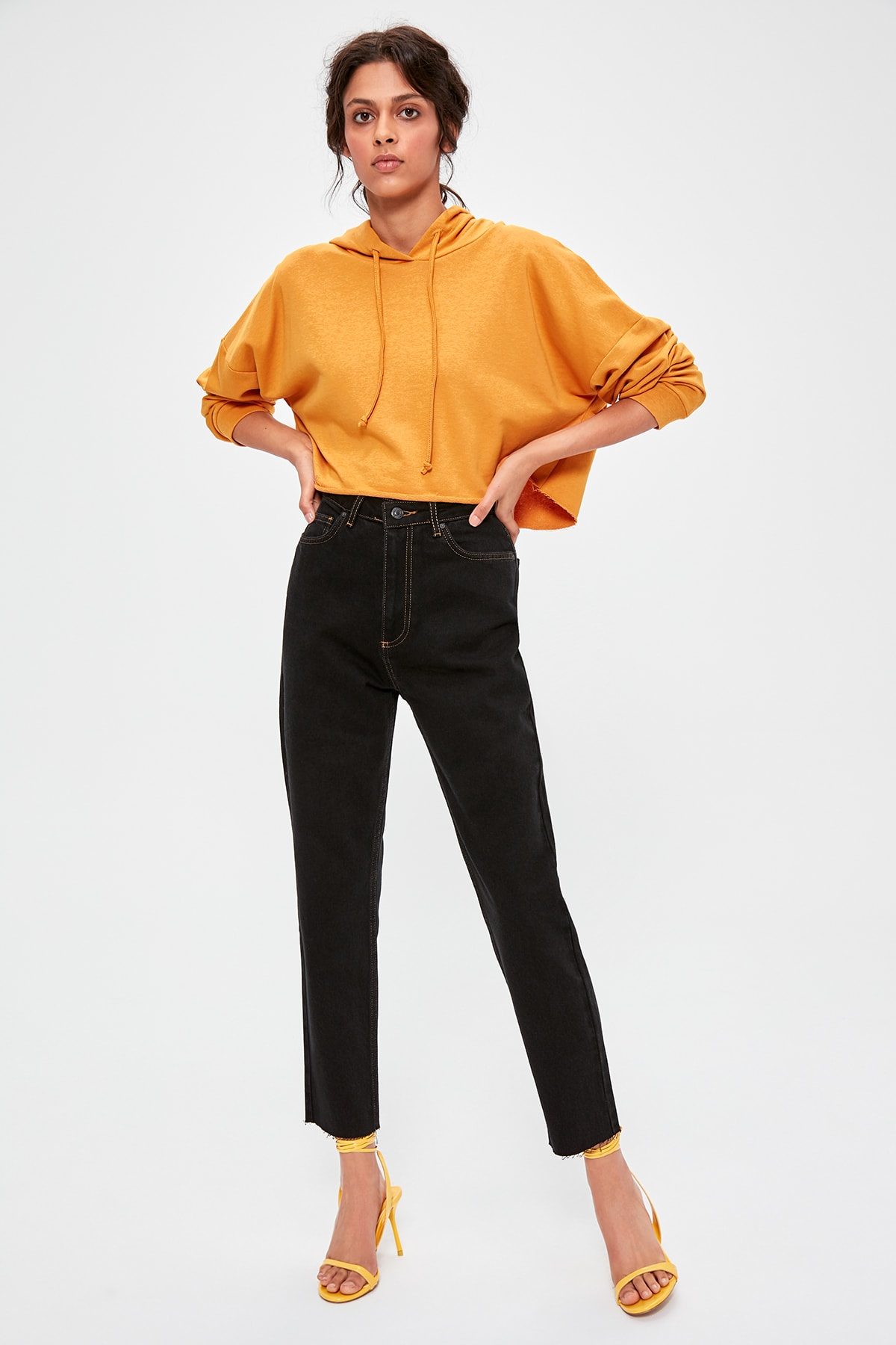 Trendyol Black Contrast İp Detailed High Bel Mom Jeans TWOAW20JE0238