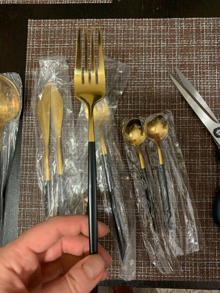 Elegant Cutlery Set of Stainless Steel in Silver/Gold or Black