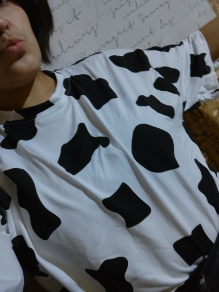 Loose T-shirt with Cow print photo review