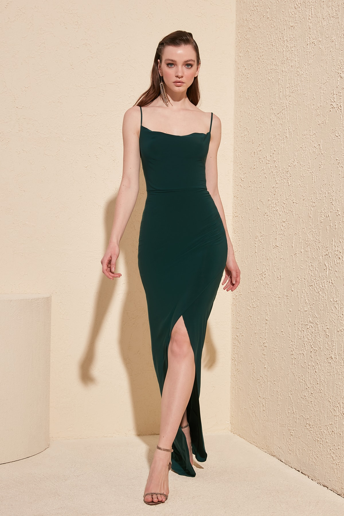 Trendyol Slim Halter Evening Dresses & Prom Gown TPRSS20AE0069
