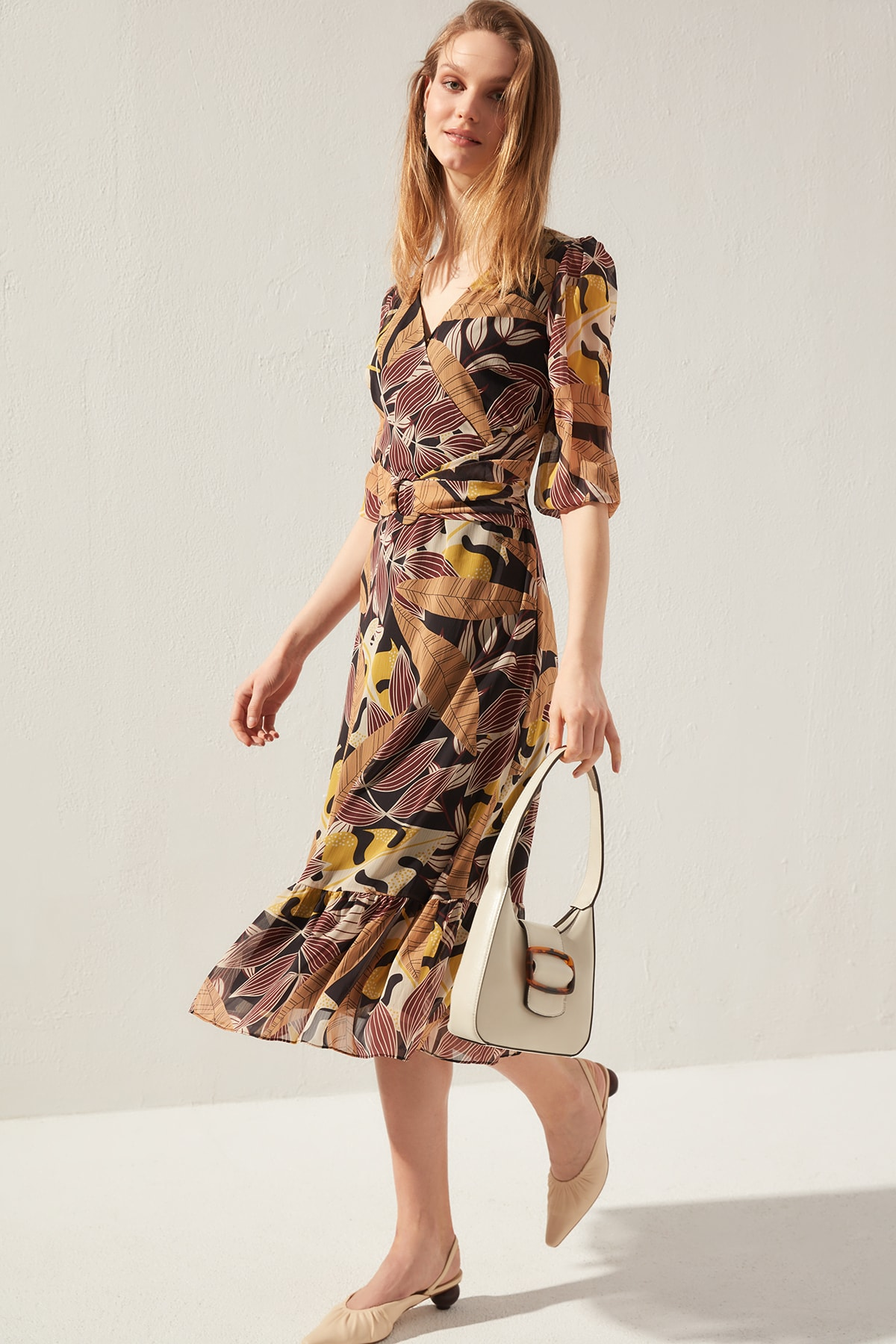 Trendyol Arched Dress TWOSS20EL0489