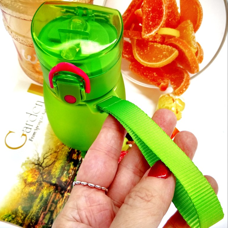 Wind flower 320ml Child Pipette Water Bottle With A Rope To Carry And Prevent Leakage Plastic Kids Water Bottle-in Water Bottles from Home & Garden on AliExpress