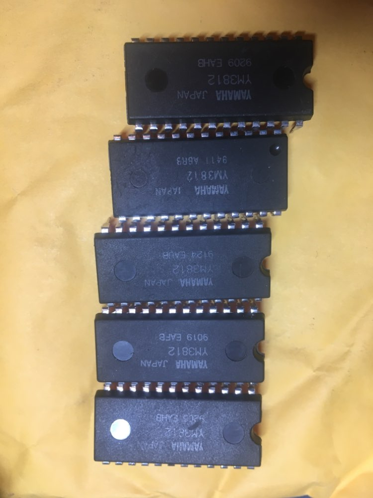 5pcs//Lots YM3812 3812 DIP-24 IC
