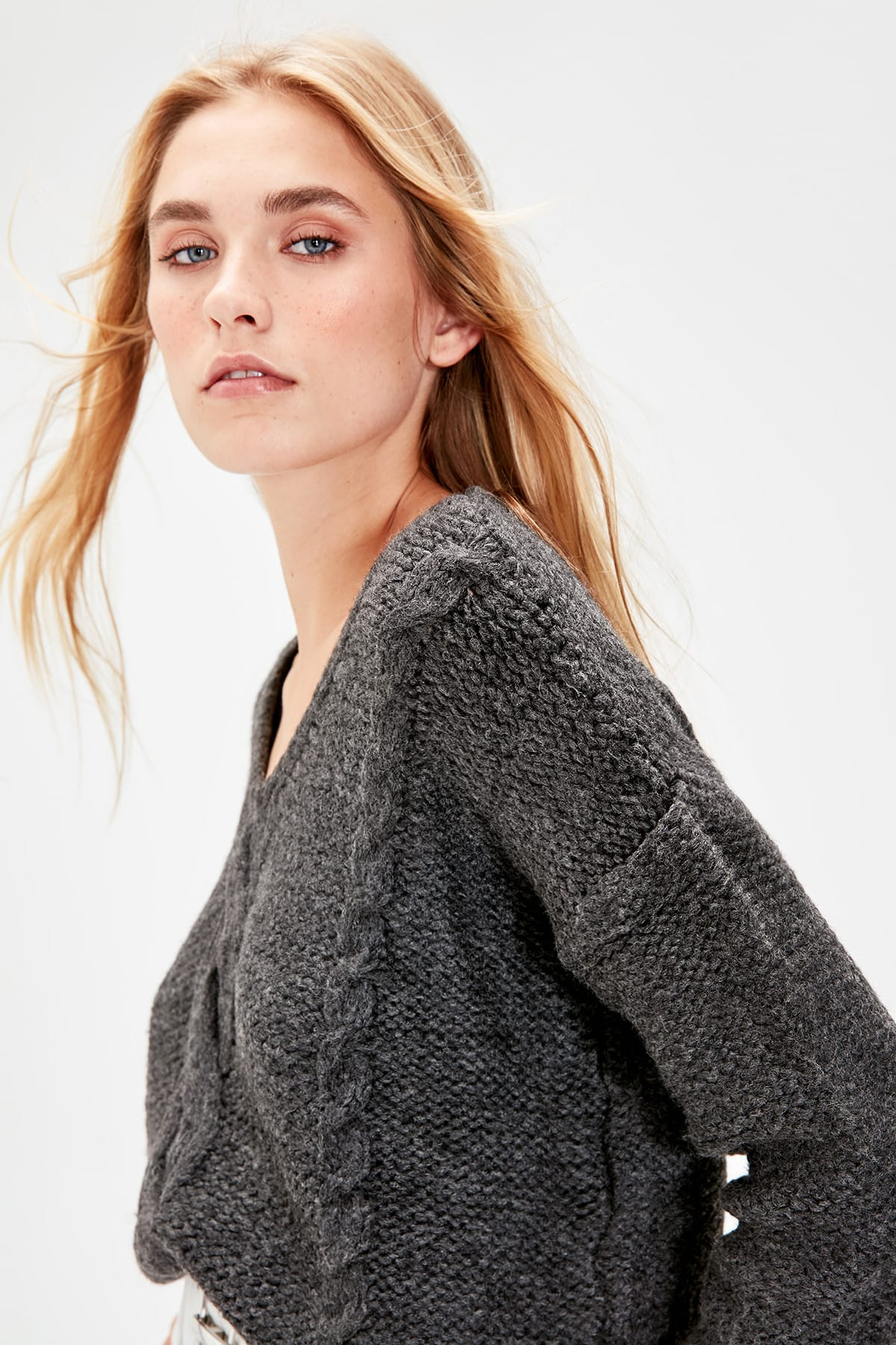 Trendyol Anthracite V Collar Hair Braided Knitwear Sweater TWOAW20KZ0528