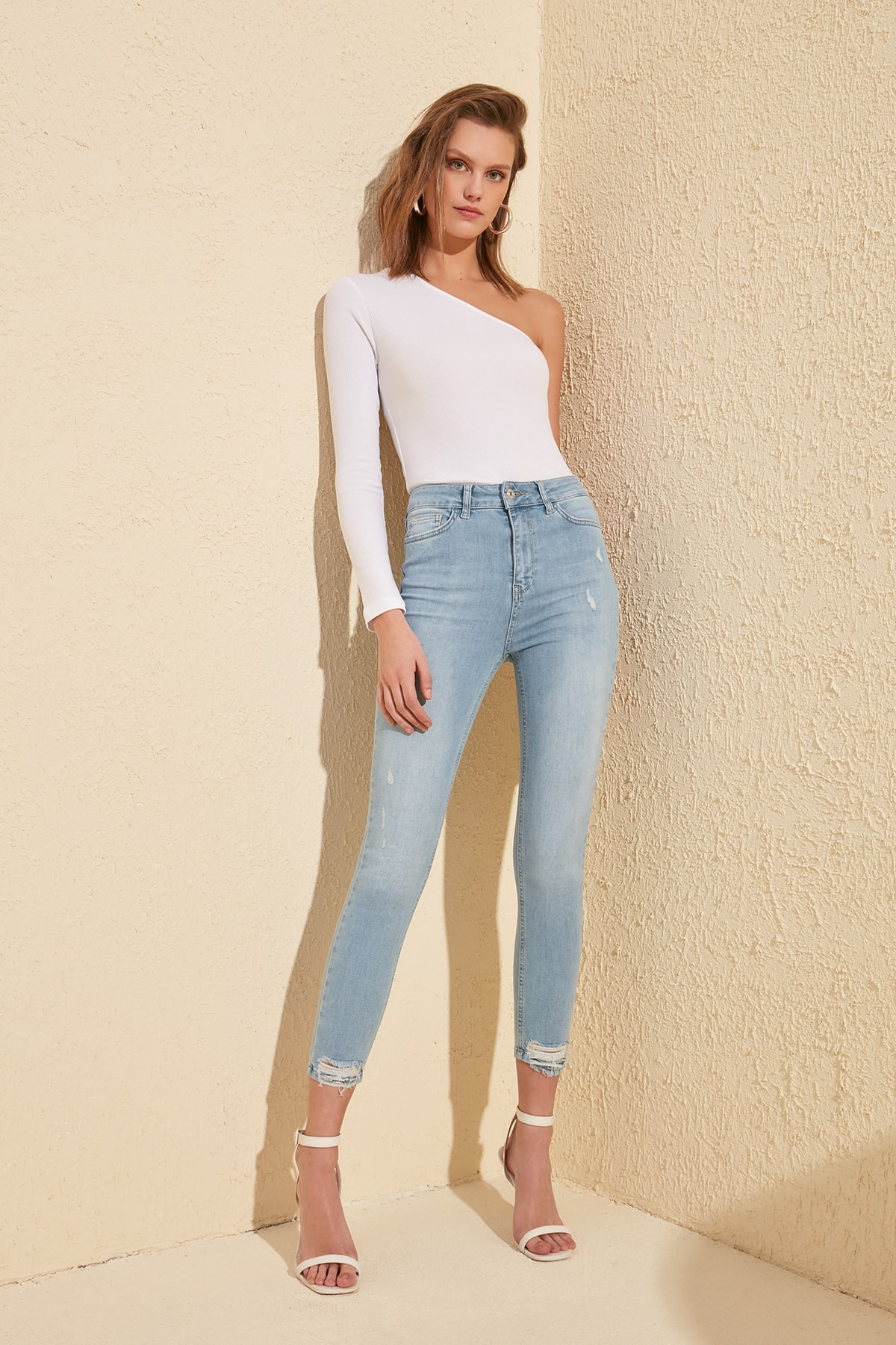 Trendyol Ripped Detailed High Waist Skinny Jeans TWOSS20JE0062