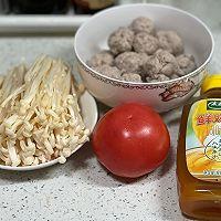 #太太乐鲜鸡汁芝麻香油#番茄鸡肉丸子汤的做法图解1