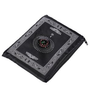 Image 5 - 100x60cm dört renk taşınabilir dua halı diz çökmüş poli Mat müslüman İslam su geçirmez seccade halı cep boyutu tote çanta