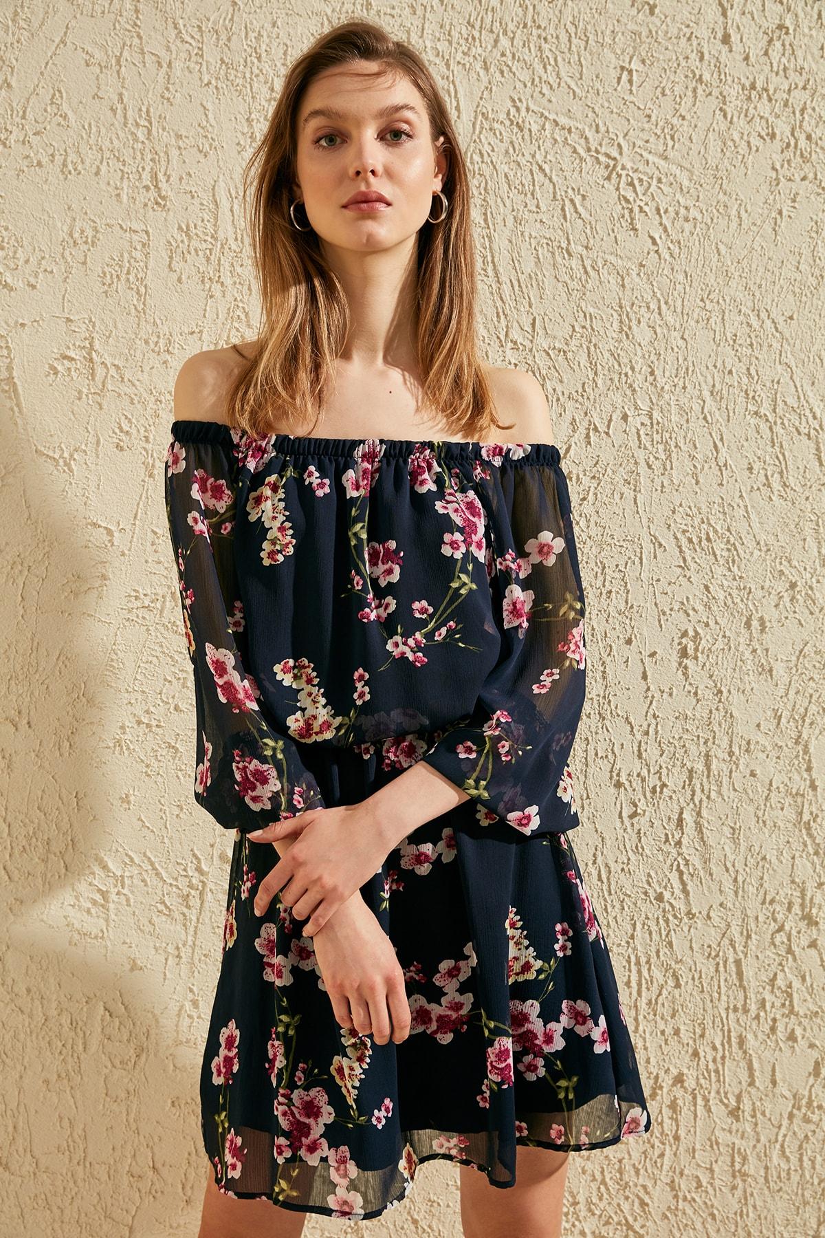 Trendyol Flower Decorated Dress TWOSS20EL1324