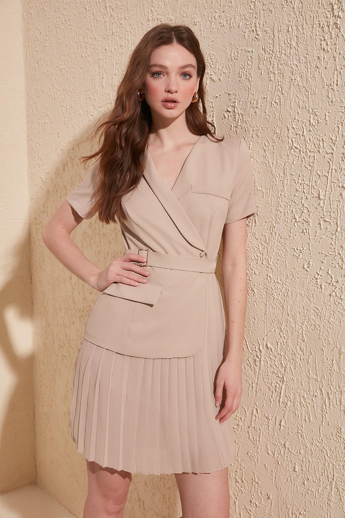 Trendyol Arched Piliseli Dress TWOSS20EL0909