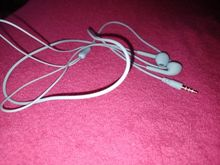 Good headphones, nice to listen to music, came whole.