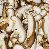 香菇炒肉的做法图解1