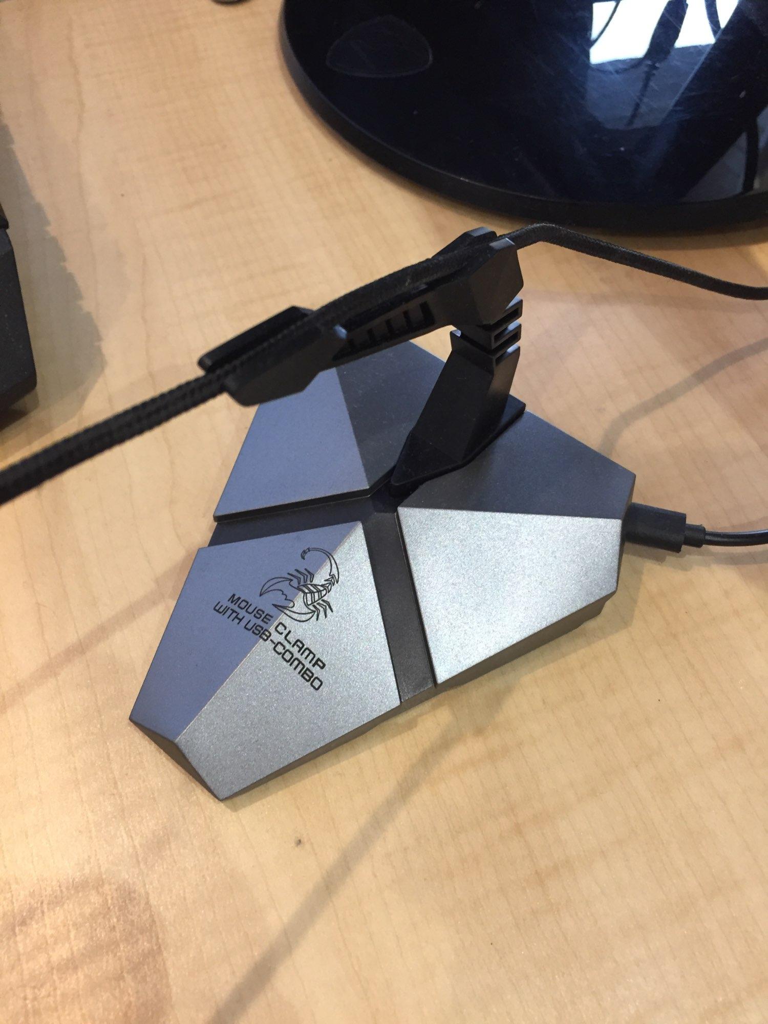 Отзыв о товаре Держатель кабеля игровой концентратор встроенный 7 меняющихся цветов LED мышь с подсветкой банджи USB кабели ментальные 3-портовые планшеты сети от пользователя M***v