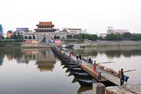 大观楼前的浮桥