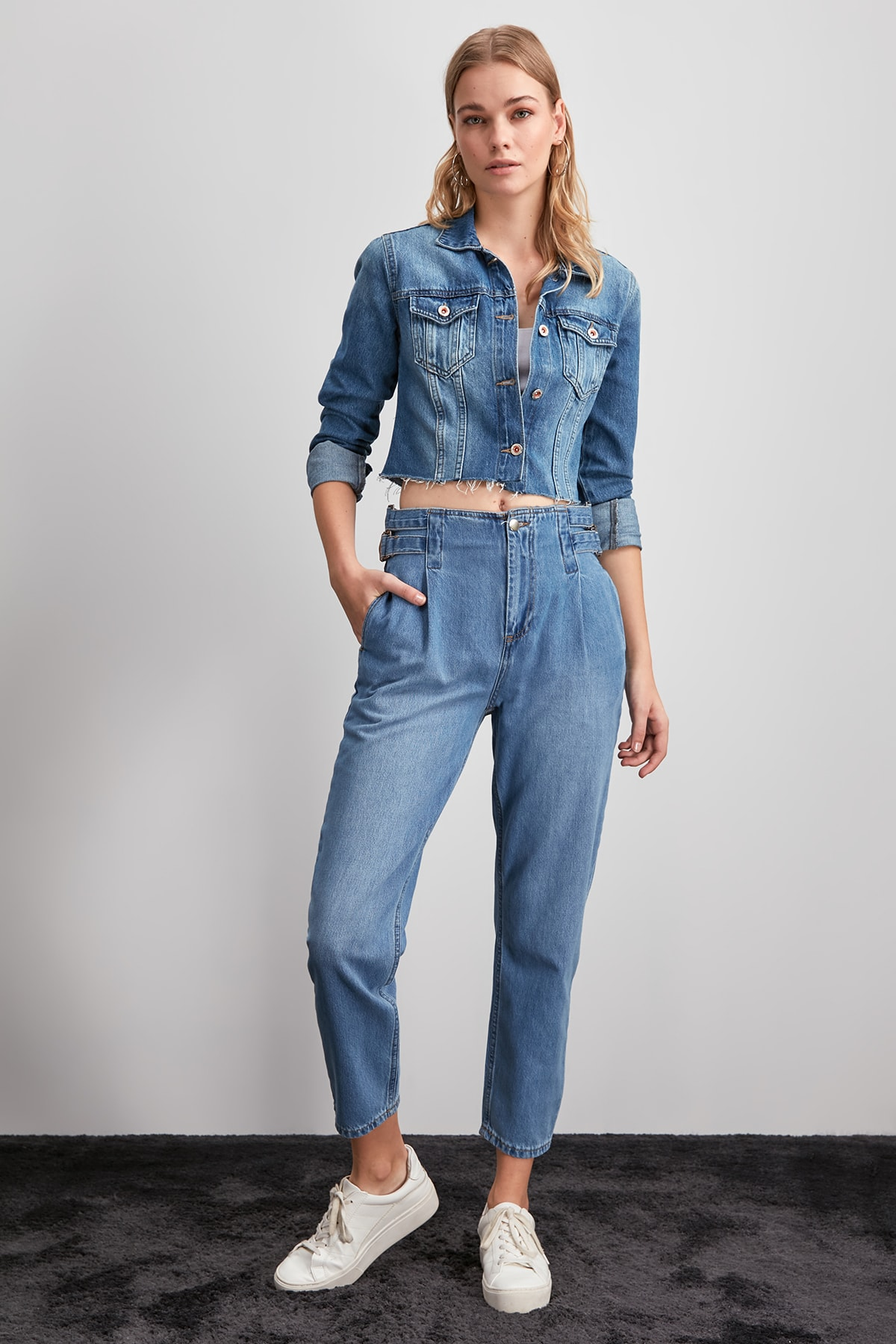 Trendyol Accessory Detailed High Bel Mom Jeans TWOAW20JE0273