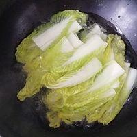 过年餐桌上必备的一道菜,翡翠白玉卷的做法图解1