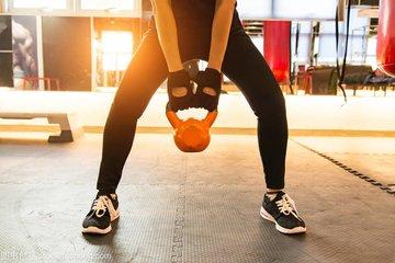 几种健身房比较适用的背部训练动作-养生法典