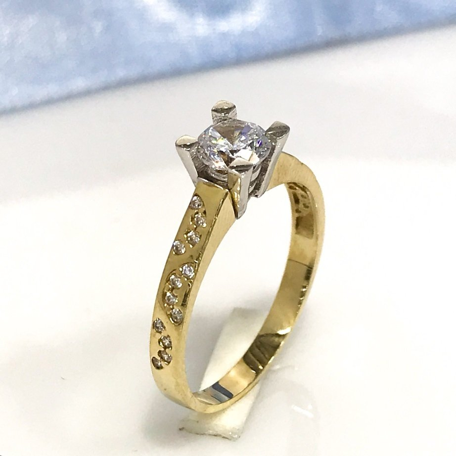 8 Carat Gold Engagement Ring