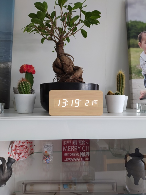 LED Digital Alarm Clock with Humidity and Temperature Sensors photo review
