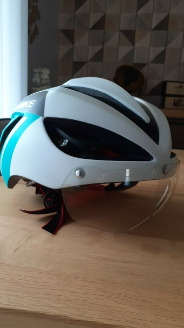 Breathable Lightweight Cycling Helmet With 19 Vents photo review