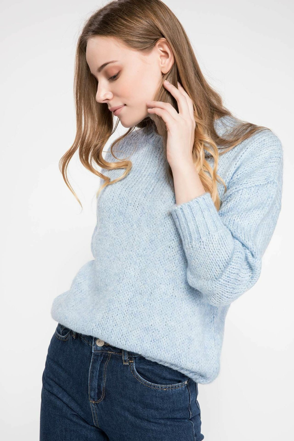 DeFacto Autumn Warm Pure Color Blue Red Casual Fit Pullover Long Sleeve Soft Knitted Sweatshirt-I7520AZ18AU