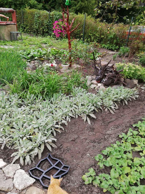 Moules pour le béton des trottoir jardin