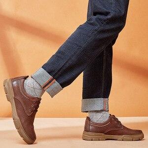 Image 2 - ใหม่ของแท้รองเท้าหนังผู้ชายแนวโน้มธุรกิจสบาย Matte Texture สวมใส่ Anti slip รองเท้าสบายๆ