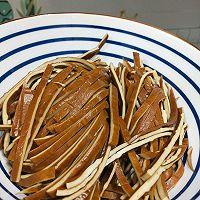 #百变鲜锋料理#简单四步快手菜~凉拌豆皮的做法图解1