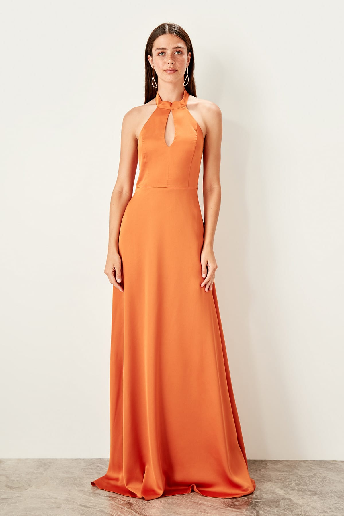 Trendyol Drop Low-Cut Evening Dress TPRSS19BB0555