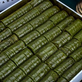 Tradycyjne świeże pyszne premium turecki rolki baklawa z pistacją Deser Baklava znana marka turecka pistacja Baklava tanie i dobre opinie HAFIZ MUSTAFA TR (pochodzenie) Gotowanie pochodnie Deser narzędzia