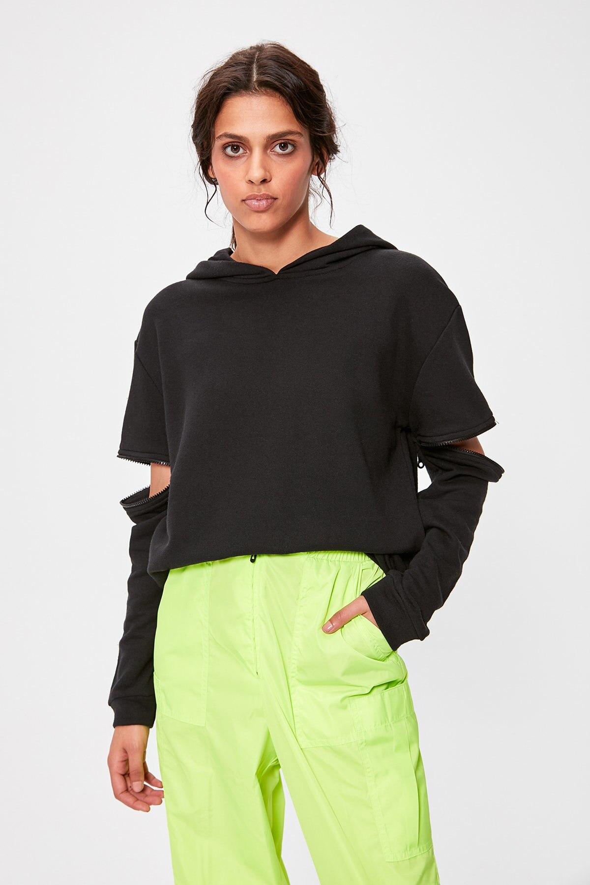 Trendyol Black Zip Detail Hooded Knitted Sweatshirt TWOAW20SW0237