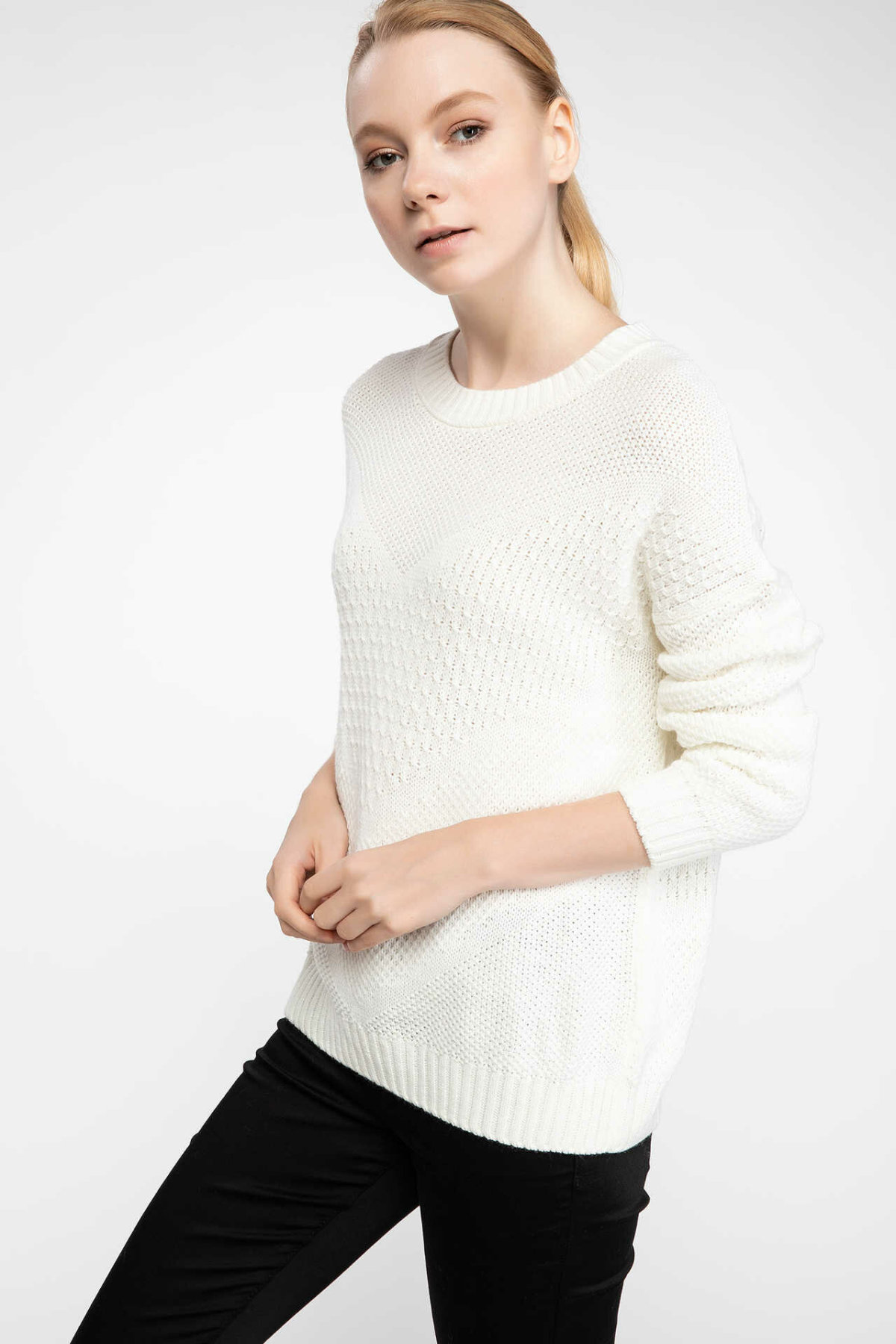 DeFacto Fashion Woman Solid Crewneck Knitted Pullover Casual Long Sleeves Women Knitted Pullovers Autumn New - J2111AZ18WN