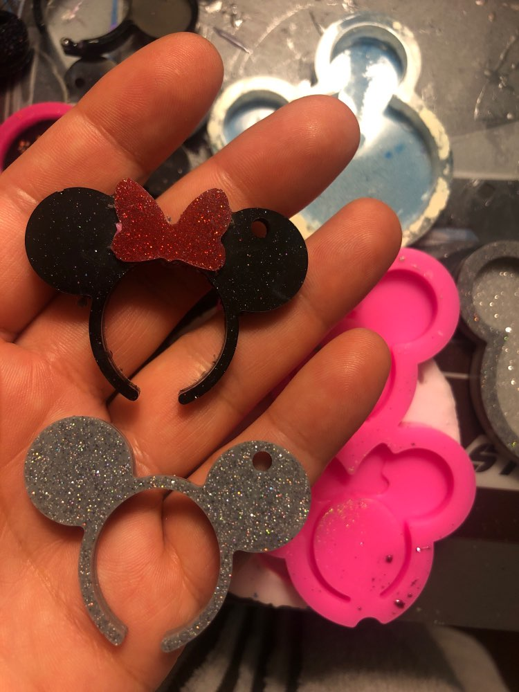 Minnie Mouse Shape Silicone Mold Keychain photo review