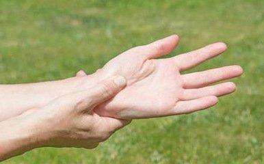 睡觉起来之后经常手脚发麻的原因-养生法典